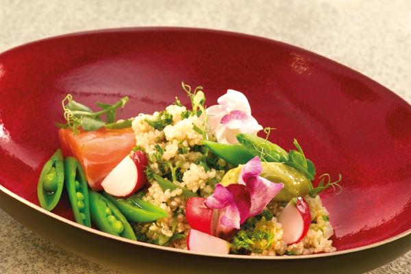 Quinoa salade met gerookte zalm
