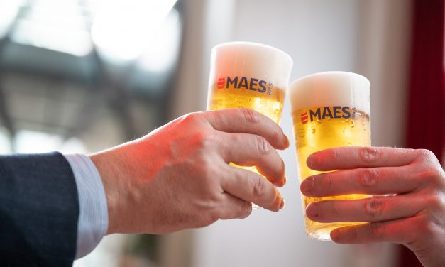 Cet été Maes Pils et Cristal seront servis dans 1,5 millions de gobelets réutilisables