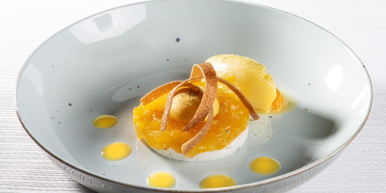 Meringue au houblon, mandarine, poivre sauvage, sorbet de mandarine
