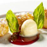Beignets van Basmatirijst, coulis van Leopold cuberdon, ijs met amandelmelk