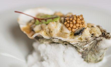 Holle oesters en witte asperges