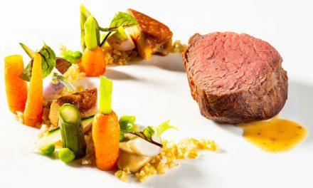 Filet de bœuf Holstein, foie gras et primeurs de légumes