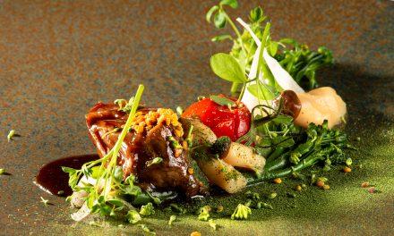 KALFSVLEES OP LAGE TEMPERATUUR, Cimes di rapa, pickles shimeji, lactogefermenteerde sjalot