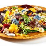Mengelmoes van bio herfstgroentjes, seizoensgebonden specerijen