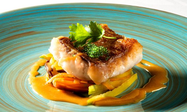 Filet de Sébaste sur tagliatelles de carottes et courgettes, bisque de crevettes
