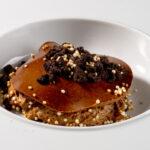 Mousse eN gelei van intense chocolade, crumble Oreo cookies
